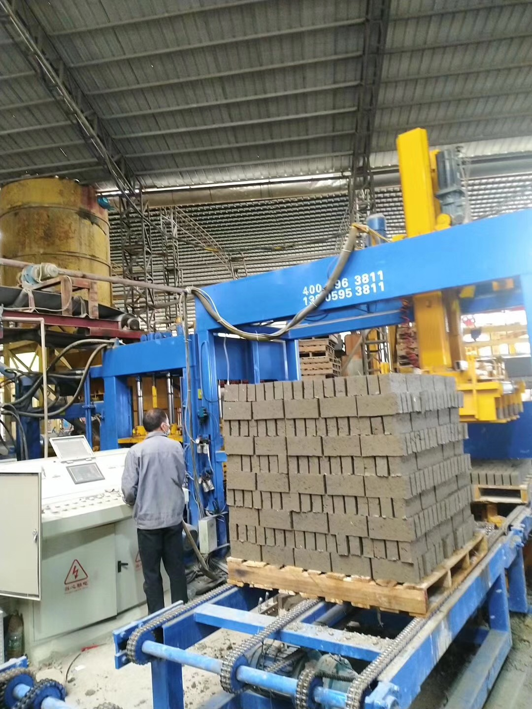 QT8-15 Yixin Full Automatic Concrete Block Making Machine